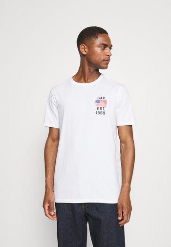LOGO FLAG - T-shirt z nadrukiem - optic white