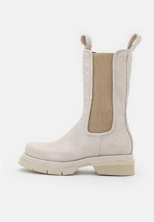Platform boots - bianco