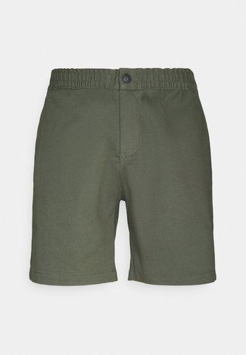 CHEVRE - Shorts - leaf green