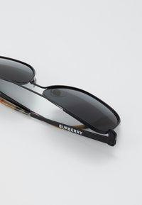 Burberry - Sluneční brýle - matte black - 2
