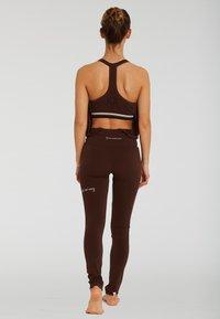 Yogasearcher - Legging - brown - 1