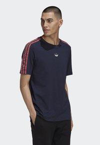adidas Originals - STRIPE UNISEX - T-shirts print - legend ink - 2