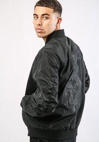 Ed Hardy - DRAG-CLOUD NYLON BOMBER JACKET - Summer jacket - black - 2