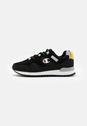 LOW CUT SHOE DSM 165 TREK - Sportschoenen - new black
