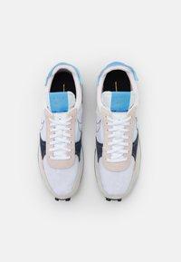 Nike Sportswear - DBREAK TYPE UNISEX - Trainers - white/university blue/velvet brown/obsidian/metallic gold - 5