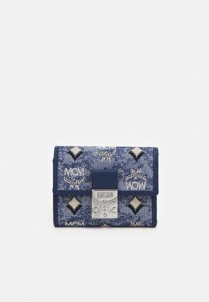 TRIFOLD WALLET IN VINTAGE JAQUARD MONOGRAM - Wallet - blue