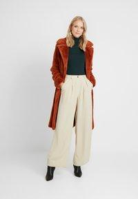 ONLY Tall - ONLASHLEY COAT TALL - Płaszcz wełniany /Płaszcz klasyczny - picante - 1