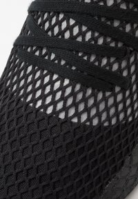adidas Originals - DEERUPT RUNNER - Joggesko - core black/silver metallic - 5