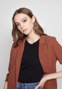 Soaked in Luxury - SHIRLEY - Short coat - marsala - 3