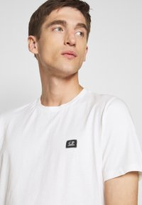 C.P. Company - SHORT SLEEVE - Basic T-shirt - gauze white - 4