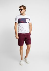 GAP - STRETCH SOLID LIVED - Shorts - tuscan red - 1