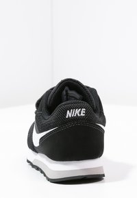Nike Sportswear - MD RUNNER  - Zapatillas - black/white/wolf grey - 3