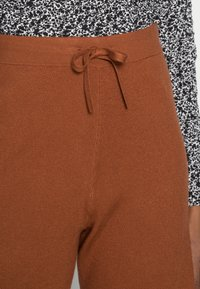 TOM TAILOR DENIM - COZY CULOTTE - Trousers - amber brown - 4