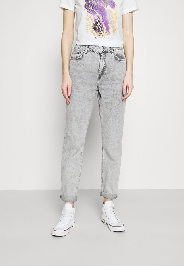 NMISABEL TAPERED MOM  - Jean boyfriend - light grey