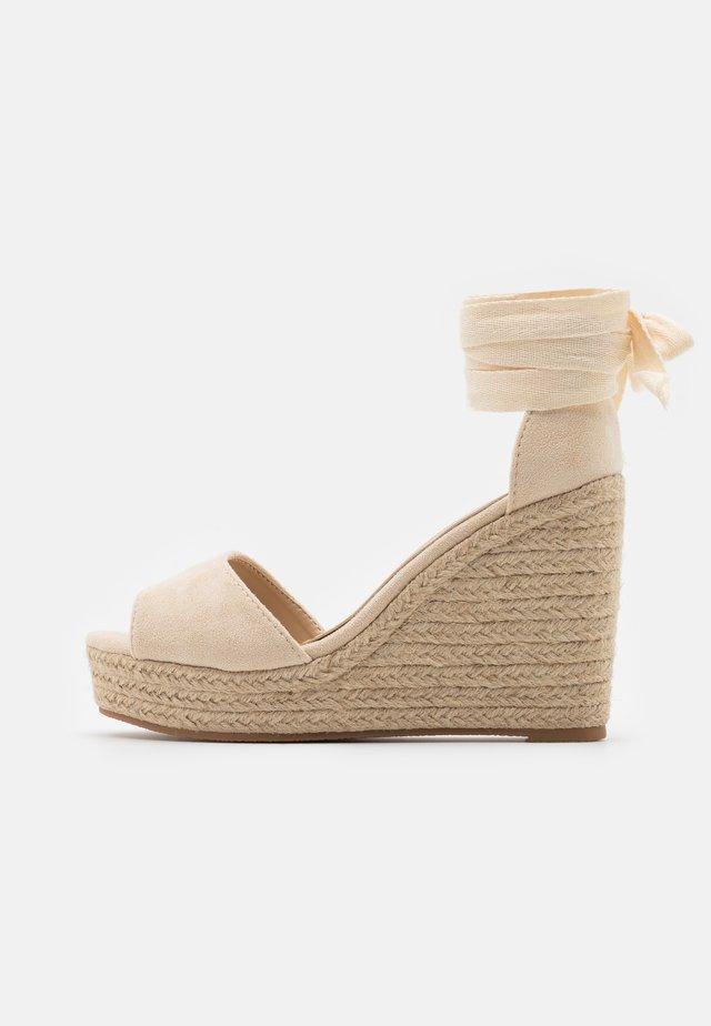 Sandales à plateforme - natural