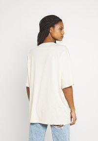 Monki - CISSI TEE - Print T-shirt - beige dusty light - 3