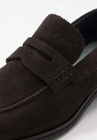 JOOP! - KLEITOS LOAFER - Elegantní nazouvací boty - dark brown - 5