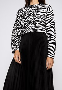 Proenza Schouler White Label - PRINTED PLEATED LONG SKIRT - A-line skirt - black - 5