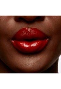 MAC - LOVE ME LIQUID LIPCOLOUR - Liquid lipstick - deify me - 4