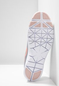 Nike Performance - WMNS NIKE FLEX ESSENTIAL TR - Sports shoes - atmosphere grey/pink quartz/echo pink/vast grey/white - 4