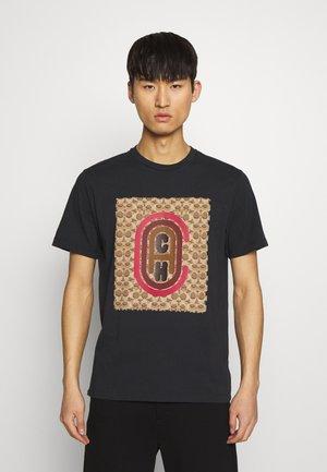 SIGNATURE COACH - T-shirt z nadrukiem - black