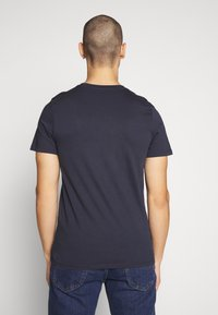 Jack & Jones - JJELOGO TEE SLIM - Print T-shirt - navy blazer - 2