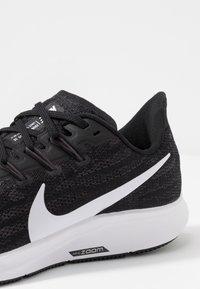 Nike Performance - AIR ZOOM PEGASUS  - Obuwie do biegania Stabilność - black/white/thunder grey - 5