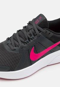 Nike Performance - RUN SWIFT 2 - Neutral running shoes - dark smoke grey/fireberry/black - 5