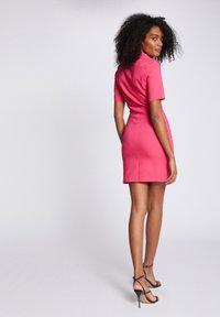 Morgan - Shift dress - neon pink - 2