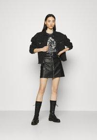 Gina Tricot - IDA TEE - Camiseta estampada - offblack - 1