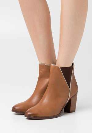 LOST - High heeled ankle boots - tan