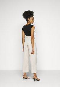 Fashion Union Petite - ELLORA TROUSER - Trousers - cream - 2