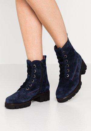 Kotníkové boty na platformě - marine