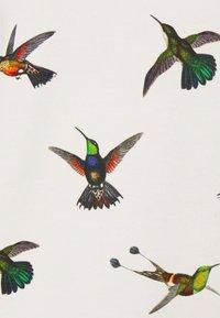 Dedicated - YSTAD RAGLAN HUMMINGBIRDS - Felpa - off-white - 2