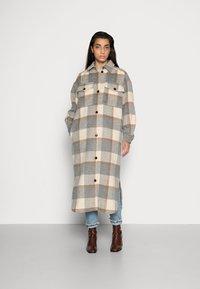 Stella Nova - EMMY JOE - Classic coat - grey/creme/brown - 0