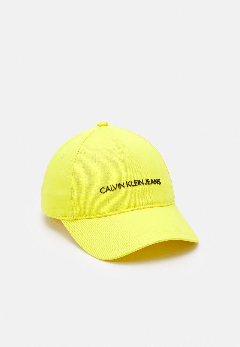 Calvin Klein Jeans - INSTITUTIONAL LOGO BASEBALL UNISEX - Kšiltovka - yellow