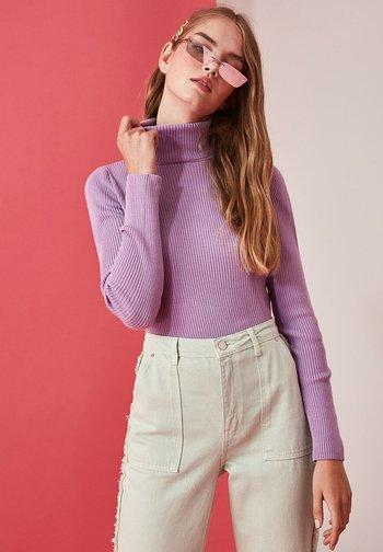 Stickad tröja - purple