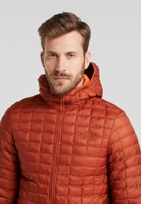 The North Face - THERMOBALL ECO HOODIE - Vinterjakke - picante red matte - 3