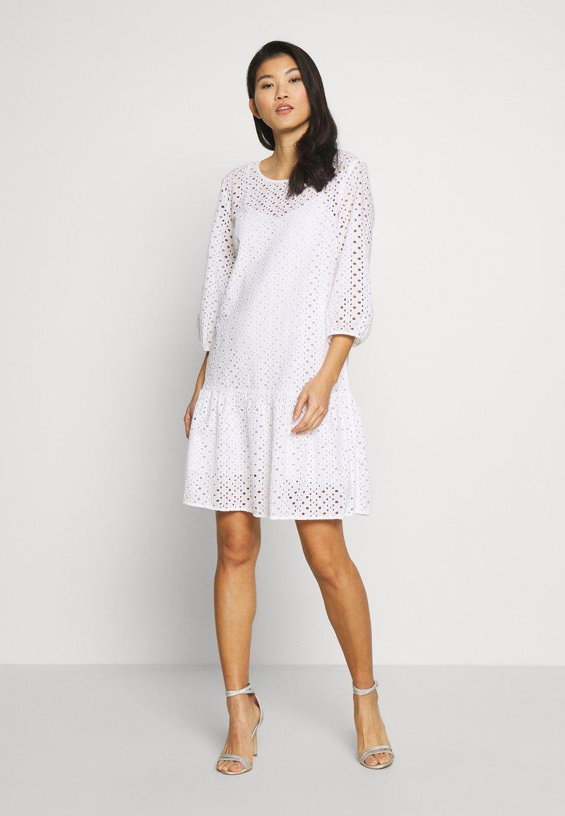 Marc O'Polo DENIM - DRESS BROIDERY ANGLAISE - Freizeitkleid - white