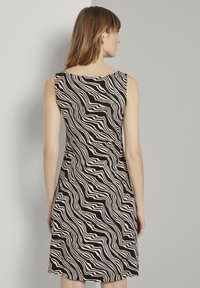 TOM TAILOR - Jersey dress - black wavy design - 2