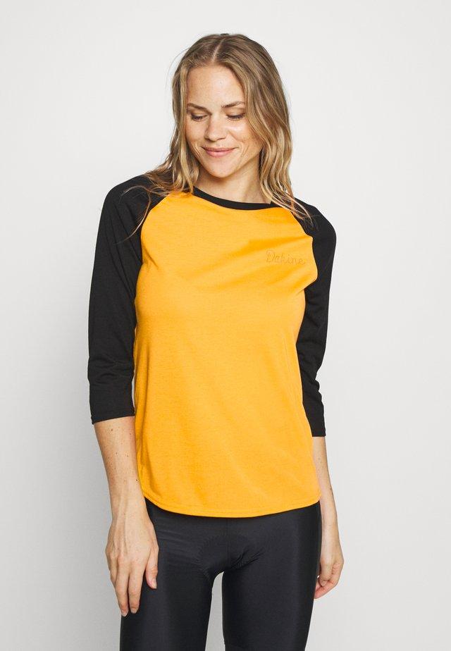 WOMEN'S RAGLAN TECH - Camiseta de deporte - golden glow
