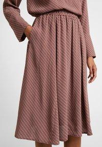 And Less - ABIRA SKIRT - A-line skirt - henna - 5