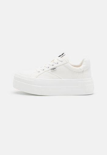 PAIRED - Zapatillas - white