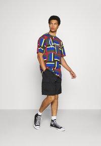 Karl Kani - SIGNATURE BLOCK TEE - Print T-shirt - green - 1