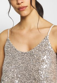 Dorothy Perkins Petite - TIERED SEQUIN CAMI - Top - silver - 4