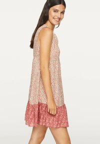 OYSHO - PINK INDIAN FLORAL COTTON NIGHTDRESS - Day dress - coral - 2