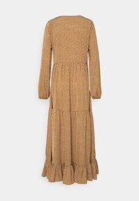 Glamorous Tall - TIERED DRESS - Maxi dress - rust cream - 1