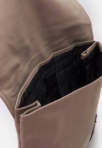 Spiral Bags - CROWN - Mochila - stone - 2