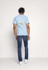 Replay - GROVER - Straight leg jeans - medium blue - 2