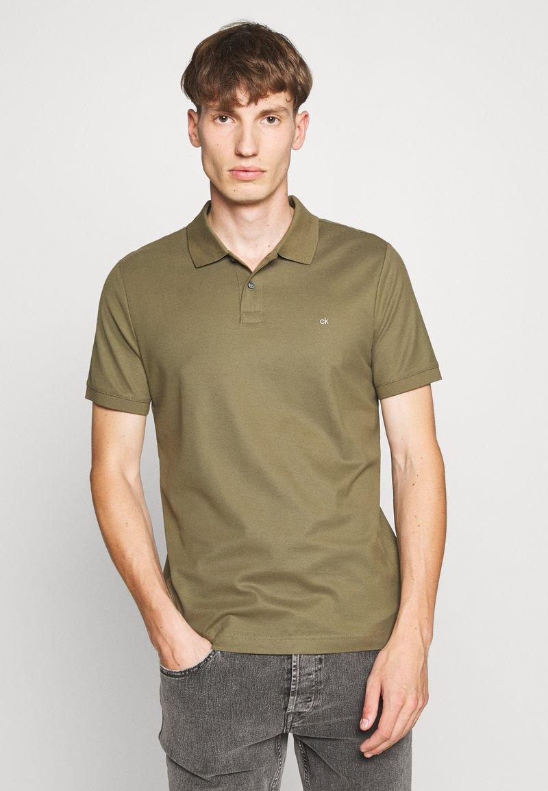 Calvin Klein - REFINED LOGO SLIM - Polo - green
